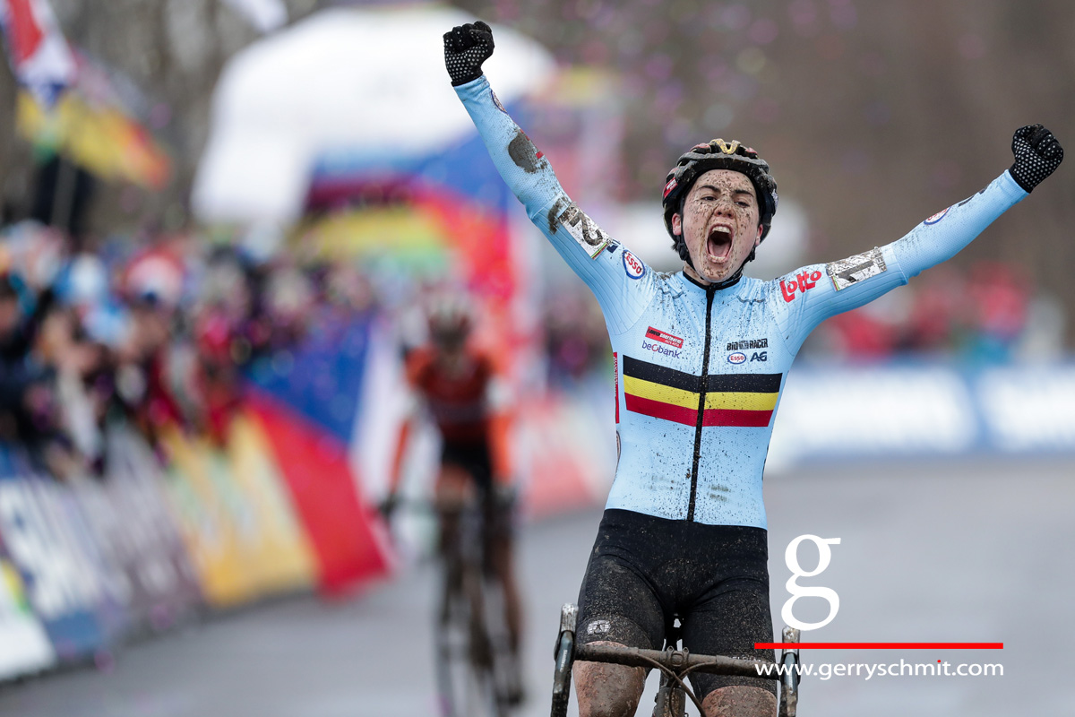 Sanne Cant of Belgium winns the Cyclocross Worldchampionships in Bieles 2017